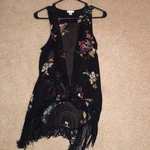 Sleeveless bohemian floral shirt